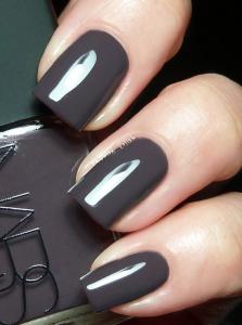 Charcoal Nail Polish Trends Spring